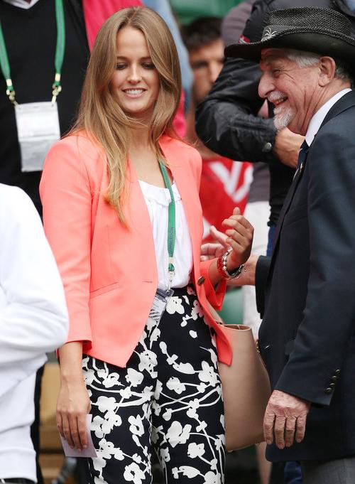 Hôm qua, người đẹp Kim Sears tới sân Trung tâm cổ vũ bạn trai là tay vợt Andy Murray thi đấu tứ kết với đối thủ người Tây Ban Nha Fernado Verdasco.