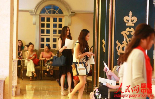 "China Entrepreneur Club for Singles held an audition to select women who want to date with rich bachelors in Beijing on June 30, 2013. Candidates needed to go through five rounds of checks for appearance, intelligence, living ability, psychology and health before they got permission to attend the ""blind date party with rich bachelors"". Except filling out forms, every candidate received each round of test in a room alone."