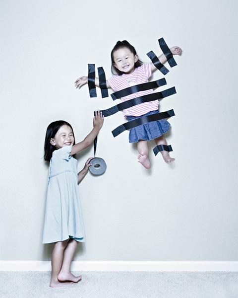 Nếu bạn cảm thấy nhàm chán với những bức ảnh chân dung gia đình tẻ nhạt, đơn điệu thì những ý tưởng sáng tạo của nhiếp ảnh gia Jason Lee sẽ là gợi ý thú vị cho bạn.