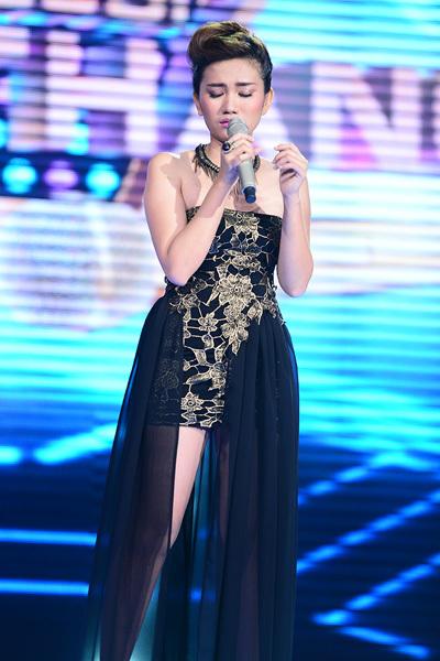 Bắt đầu sáng tác từ năm 2007 và tham gia biểu diễn từ năm 2009, Thùy Hoàng Diễm dần trở thành gương mặt quen thuộc tại các tụ điểm, phòng trà ở Sài Gòn. Nhờ khả năng tự sáng tác ca khúc, Diễm đã định hướng cho mình con đường trở thành ca-nhạc sĩ chuyên nghiệp. Năm 2011, Thùy Hoàng Diễm tham gia chương trình Bài Hát Việt với vai trò tác giả ca khúc Đi thôi. Ca khúc này đã giành 2 giải thưởng trong tháng 9 là Giải Bài Hát Ấn Tượng do khán giả bình chọn và Giải Bài Hát của tháng do Hội Đồng Thẩm Định bình chọn. Thành công này đã giúp Diễm được nhiều người biết đến và cô tự tin hơn trên con đường nghệ thuật. Đến với cuộc thi Tôi Là Người Chiến Thắng  The Winner Is, Thùy Hoàng Diễm hát ca khúc do cô sáng tác mang tên Biết đâu, một bản tình ca da diết với nhiều đoạn mang hơi hướng pop-rock quyết liệt. Thế nhưng chất giọng của Diễm còn khá mỏng nên cô chưa hát tròn bài. Chỉ có 40 giám khảo giữ Diễm lại và cô phải dừng cuộc chơi.