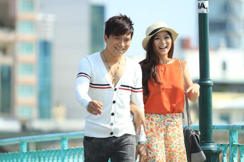 Trong MV, Khang Việt đóng cùng diễn viên Thanh Trúc. Cả hai đang bị đồn là người yêu của nhau ngoài đời.