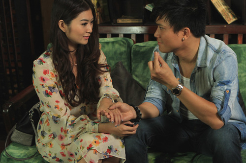 Khi cảm thấy tình cảm đã 'chín muồi', anh quyết định cầu hôn người yêu. Thế nhưng, cô gái lại chần chừ và thờ ơ.