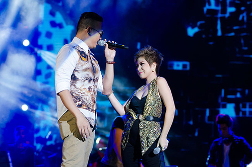Phần mở màn được thể hiện bởi một cặp đôi đình đám của 2 cuộc thi nổi tiếng không kém: Dũng Hà đến từ The Voice và Thanh Trúc  thí sinh của Vietnam Idol với ca khúc Đừng vội vã (Sáng tác Hồ Hoài Anh). Đây là một ca khúc Pop dance vô cùng sôi động, được phối lại với phong cách nhạc điện tử hiện đại. Hai ca sĩ trẻ đã đốt cháy khán phòng bằng tiết tấu sôi động và trẻ trung. Mặc dù NSND Thanh Hoa có góp ý là hát không rõ lời lắm, nhưng với một bản nhạc dane sôi động thì việc trình diễn và đốt lửa khiến khán giả mê đắm, cuồng nhiệt theo cũng là điều thành công.