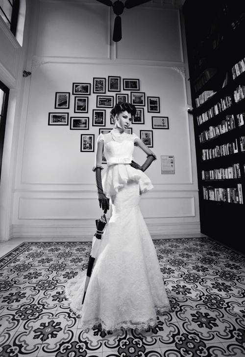 Váy cưới dáng peplum tăng kích thước cho vòng 3
