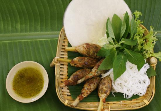 Ốc bươu nướng sả là món ăn khá quen thuộc với nhiều người cũng góp mặt trong thực đơn những món ngon của quán.