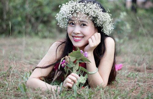 Nguyễn Trúc Quỳnh sinh năm 1988, cao 1m60, nặng 46 kg, số đo ba vòng 83-62-86.