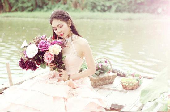 Trịnh Thị Kim Anh sinh năm 1994, cao 1m75, nặng 55 kg, số đo ba vòng 85-65-95.