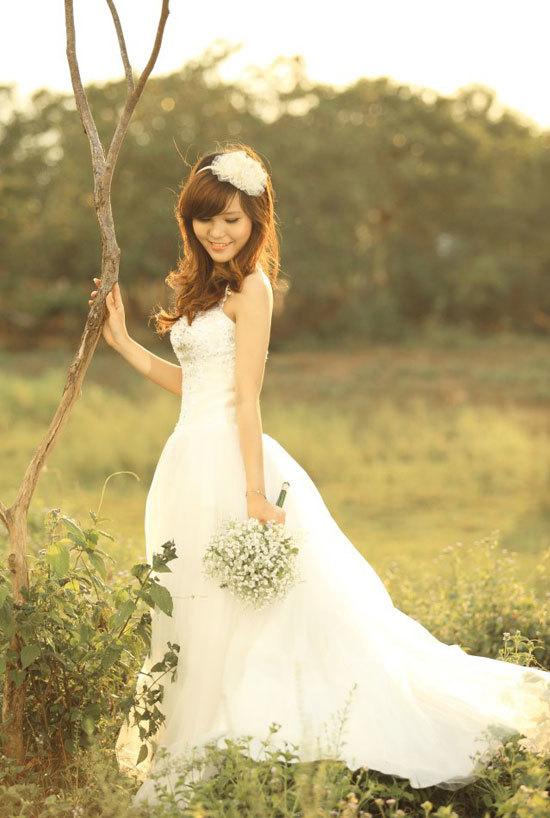 Lê Thị Ngọc Huyền sinh năm 1992, cao 1m70, nặng 53 kg, số đo ba vòng 80-63-90.