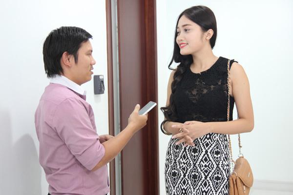 Phan Hồng Bảo Trúc tự tin trả lời phỏng vấn của đại diện truyền hình oneTV