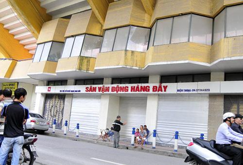 Vé thừa trận Việt Nam - Arsenal được ban tổ chức bán ra từ sáng nay (10/7) tại sân Hàng Đẫy, Hà Nội.