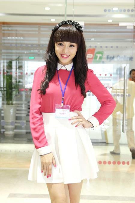 Huỳnh Như rủ thêm cô bạn cùng nhóm nhạc Huỳnh Như Ý cùng tham gia.
