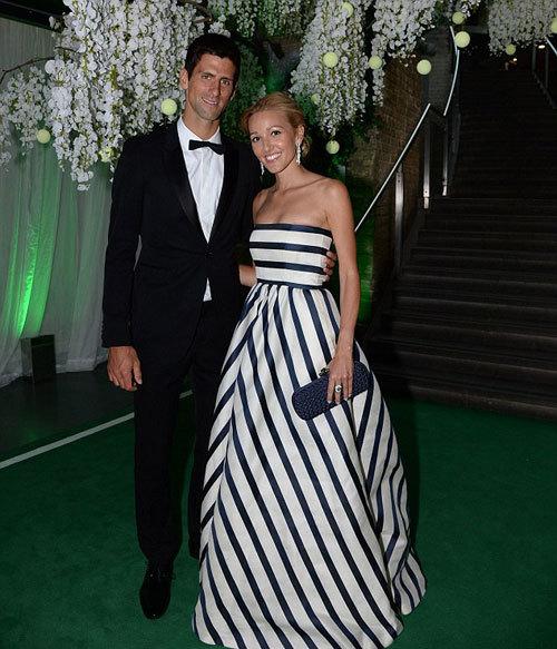 Tranh thủ các mối quan hệ rộng với giới thượng lưu và sao ở Anh, Djokovic mở tiệc kêu gọi sự ủng hộ với quỹ từ thiện mang tên mình.