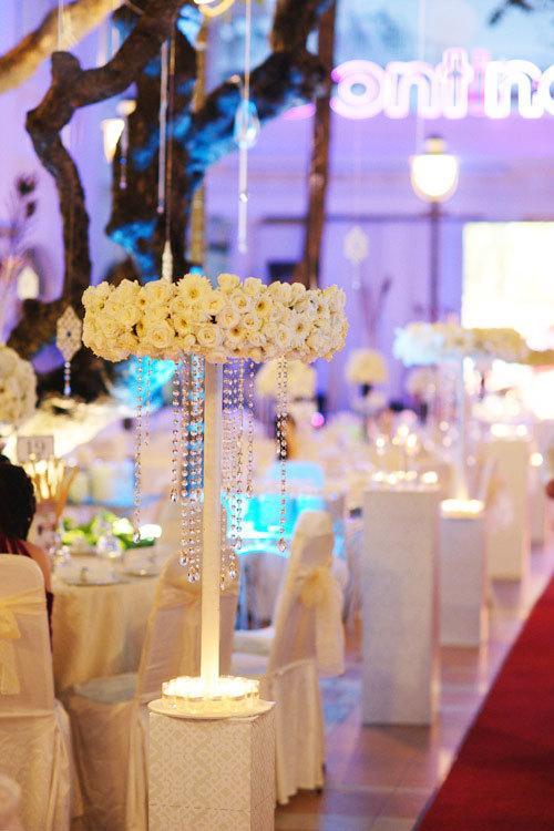 Thiết kế hoa hình tròn, kết hợp cùng pha lê là xu hướng được ưa chuộng trong nhiều đám cưới trên thế giới.