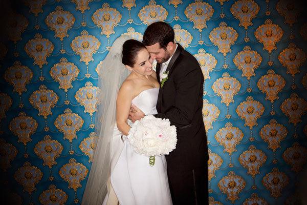 Đám cưới rực rỡ với ánh đèn