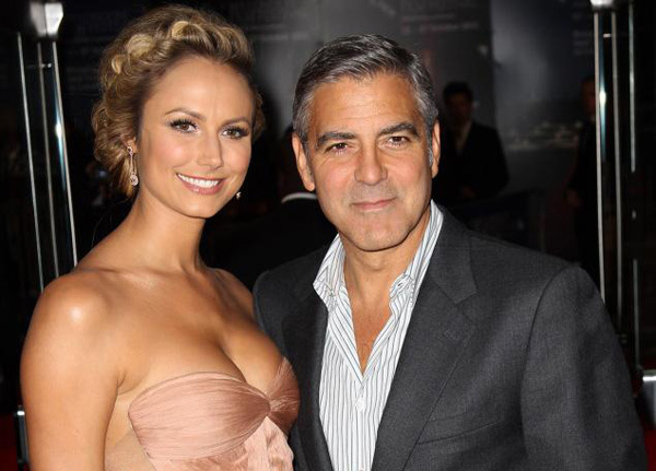 George Clooney và Stacy Keibler.