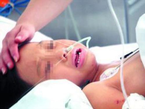 Hiện tình trạng sức khỏe của bà mẹ nhí đang rất xấu. Ảnh: China.org.cn