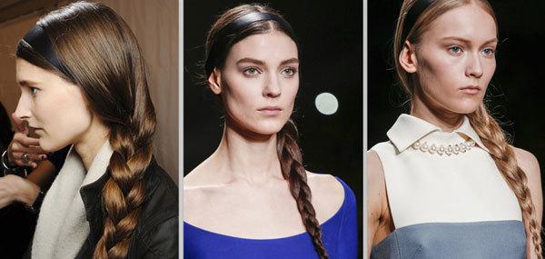 Các người mẫu sử dụng mái tóc dài, tết lệch bên và kèm theo băng đô màu đen khi lên sàn diễn của Valentino. Phong cách tóc này tạo ra nét lãng mạn, mong manh cho các nàng.