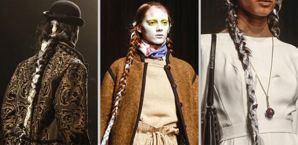 Tóc tết dài, một hoặc hai bên, tết cùng ruy băng hoặc nhựa plastic tạo nét bí ẩn, mới lạ cho show thời trang của Vivienne Westwood.