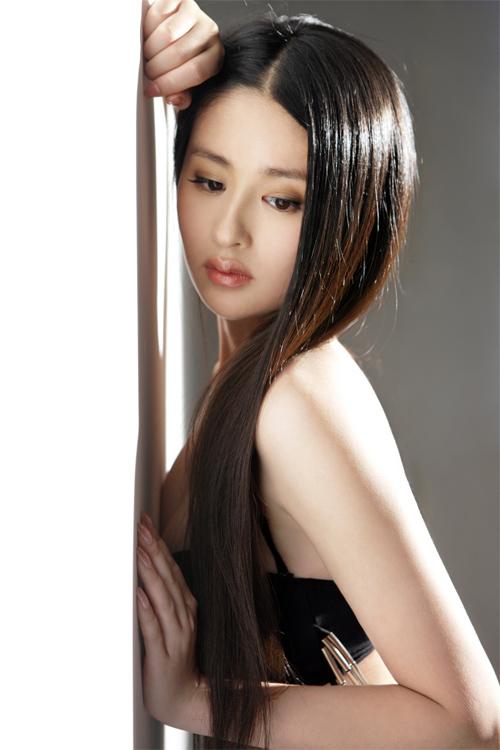 Diễn viên xinh đẹp Dĩnh Nhi cũng là một trường hợp tương tự. Cô