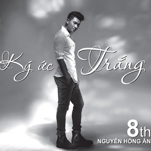 Bìa album vol.8 'Ký ức trắng' của Nguyễn Hồng Ân với tông màu chủ đạo là trắng và đen.