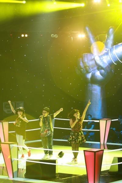 Tôn Chí Long, Chiara Falcone, Trần Chi Mai với Liên khúc Britney Spears