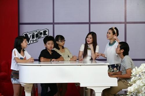 3 thí sinh luyện giọng với gia đình Cải Bắp - Hồ Hoài Anh và Quán quân The Voice 2102 - Hương Tràm.