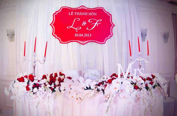 Chiếc bàn đặc biệt dành cho đôi uyên ương được thiết kế với phong cách châu Âu.