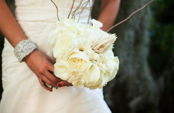 Cô dâu sẽ không thể thiếu bó hoa cầm tay trong đám cưới.