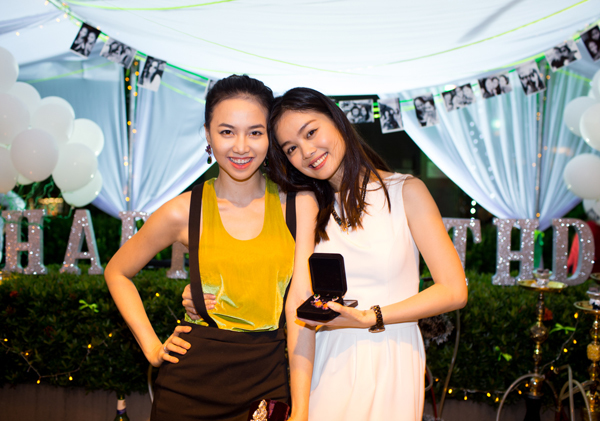 Diễn viên Đinh Ngọc Diệp - bạn thân trong nghề của Tuyết Ngọc tới chung vui với người đẹp.