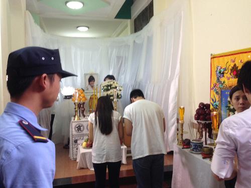 Quang cảnh đám tang của Wanbi Tuấn Anh tại nhà riêng sáng 22/7.
