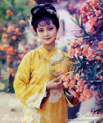 Trương Lợi vai Tiết Bảo Thoa trong Hồng lâu mộng.