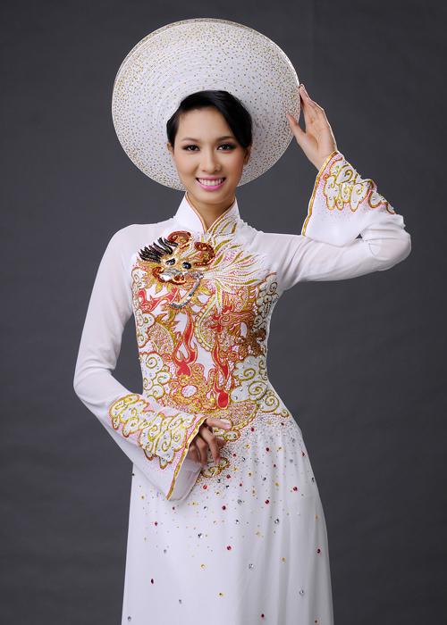 Mấn (khăn đóng) phải có màu sắc và họa tiết tương đồng với chiếc áo dài.