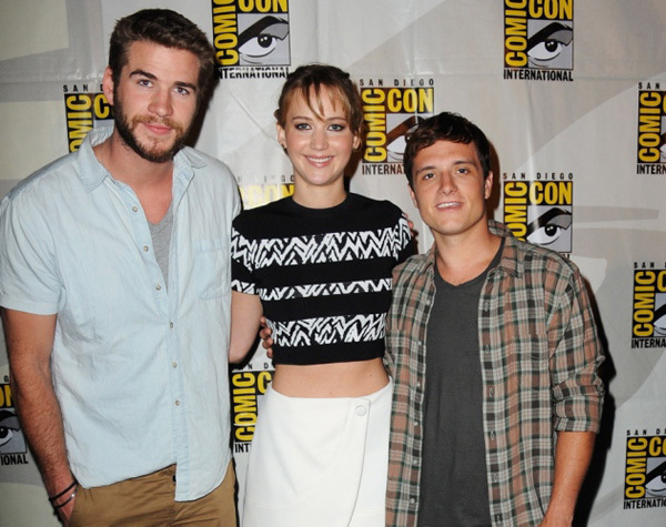 Liam Hemsworth, Jennifer Lawrence và Josh Hutcherson