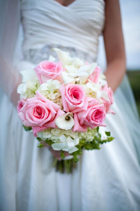 Kết hợp màu sắc đối lập vào tiệc cưới