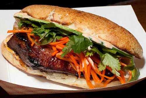 Bánh mỳ kẹp Num Pang được mệnh danh là sandwich của Campuchia.