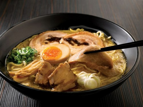 Món mỳ ramen Tonkotsu béo ngậy trứ danh ở Fukouka. Ảnh: