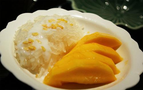 Xôi xoài, món tráng miệng thơm ngon và nổi tiếng của Thái Lan. Ảnh: the4moose.blogspot.