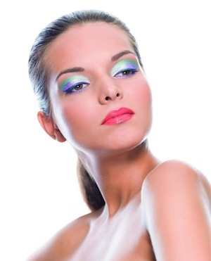 Colorful-Eyeshadow-1375087334_600x0.jpg