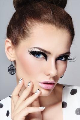 False-Eyelashes-1375087334_600x0.jpg
