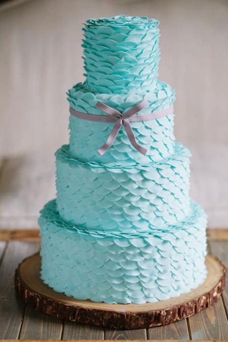 Mang màu xanh mềm mại vào bánh cưới