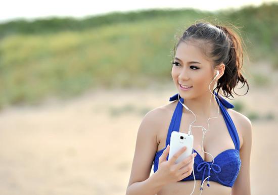 Cô gái đến từ Hà Nội Nguyễn Thị Thanh Huyền với vẻ đẹp căng tràn gợi cảm