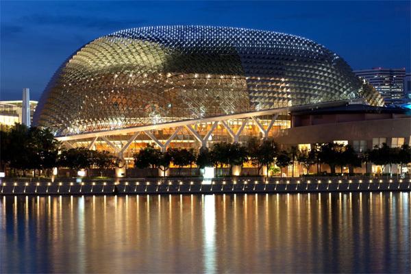 Ở Singapore, bạn sẽ bị phạt tiền rất nặng nếu hút thuốc và xả rác nơi công cộng. Ảnh: singaporetourism