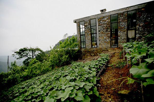 Ngôi nhà của nhà văn Việt Kiều Nguyễn Quý Đức nằm bên sườn dãy núi Tam Đảo (Vĩnh Phúc)