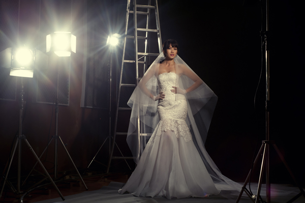 `Cô dâu` Anh Thư kiêu sa trên phim trường