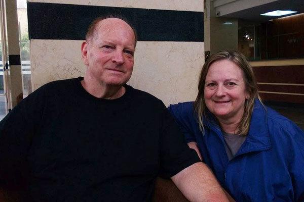 Vợ chồng ông John Heinemann tại TP HCM để chữa vết bỏng.