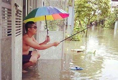 Hà Nội phố 'ngập lụt' trên Facebook