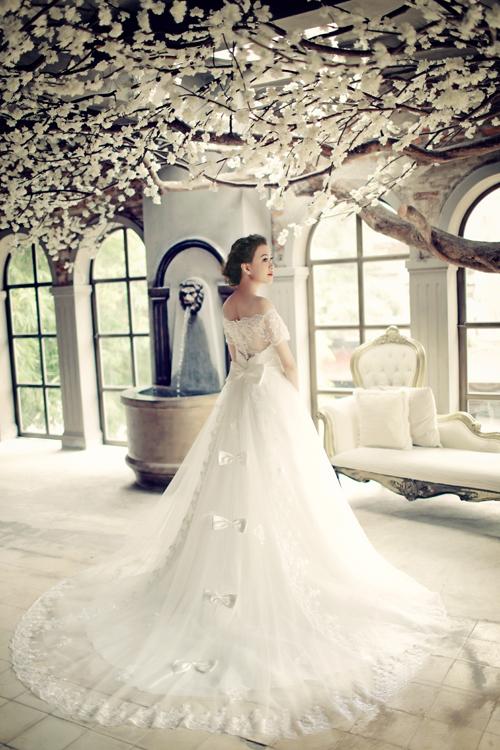 Dịu dàng váy cưới sang thu