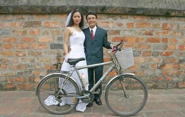 Chiếc xe đạp giúp anh vượt gần 2.000 cây số trở thành kỷ vật tình yêu của hai người.