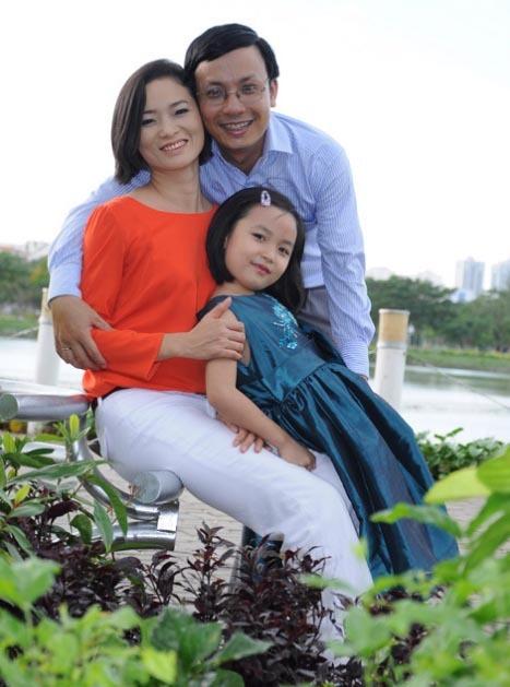 Nhìn đứa con gái 7 tuổi khôn lớn từng ngày, chị Dung càng cảm ơn quyết định táo bạo của mình.
