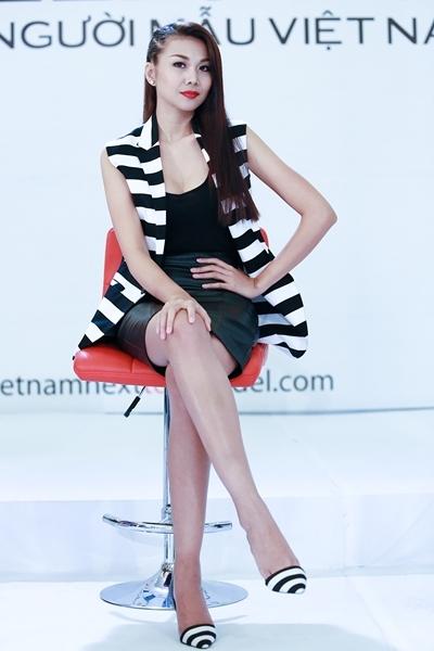 Người đẹp thừa nhận mình học hỏi style của Thanh Hằng, cũng là thần tượng trong nghề của Lan Phương.